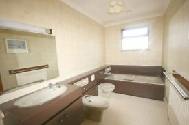 Classic Avocado Bathroom Suite including Units