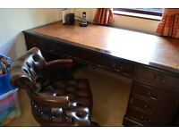 """Captains desk. A beautiful desk in great condition. 1830mm (6') x 910mm (3') x 760mm (2'6"""")"""