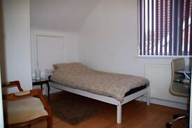 Single room in a family home in Saltdean- short/ long term £110 per week
