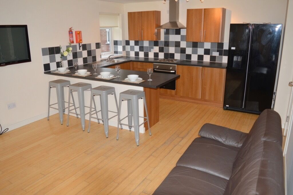 6 BEDROOM MAISONETTE AVAILABLE FROM 01/08/17 IN HEATON - £75pppw