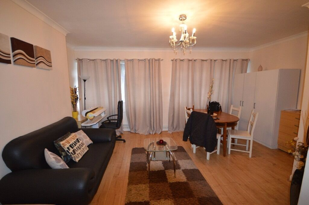 THREE BED IN DOCKLAND - NEWLY REFUBISHED