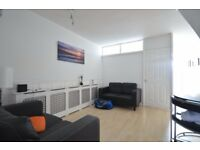 £950pcm Room with Lounge and Balcony - COUPLES WELCOME