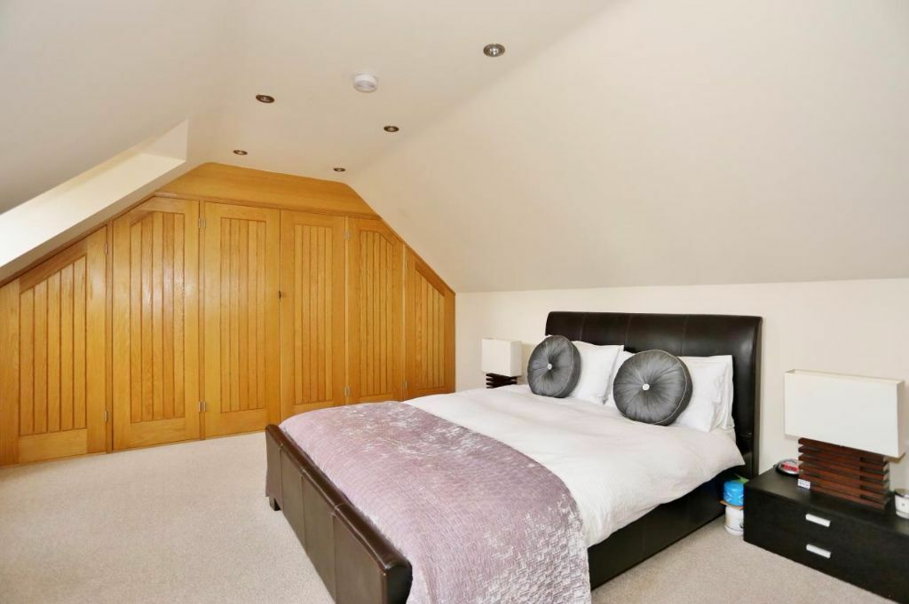 CALLING ALL STUDENTS - 5 BED 4 BATHROOM HOUSE AVAILABLE IN SEPTEMBER FURNISHED SE10 GREEWNICH