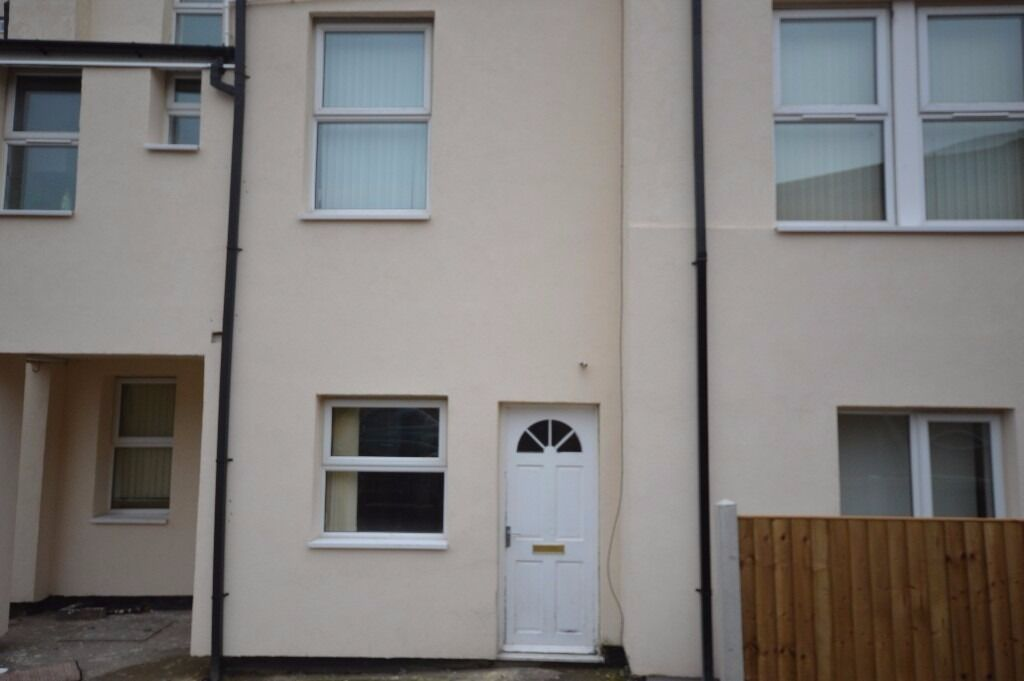 **LOW COST** Move in total £690.00 1 bed flat close to city centre Available Now DSS OK