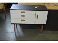 Shabby Chic Schreiber Dresser - GT 039