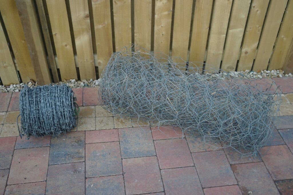ROLL OF BARBED WIRE, PLUS A SMALL ROLL OF CHICKEN WIRE - SUIT SMALLHOLDING ETC