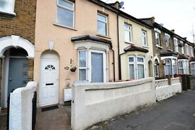 SPACIOUS 3 BEDROOM TERRACED HOUSE WITH LARGE GARDEN! - CALL TO BOOK A VIEWING!