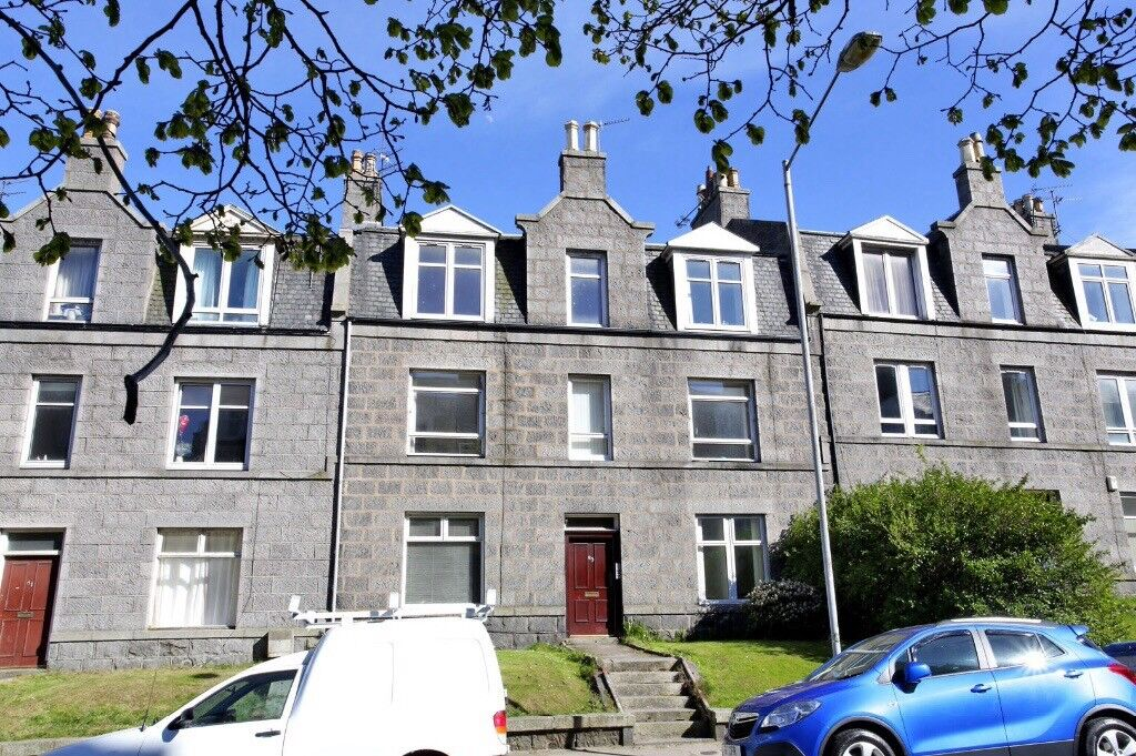 Lovely 2 bedroom ground floor garden flat