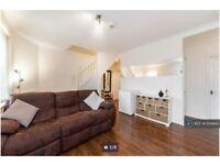 2 bedroom flat in Hollies Road, London, W5 (2 bed) (#1104895)