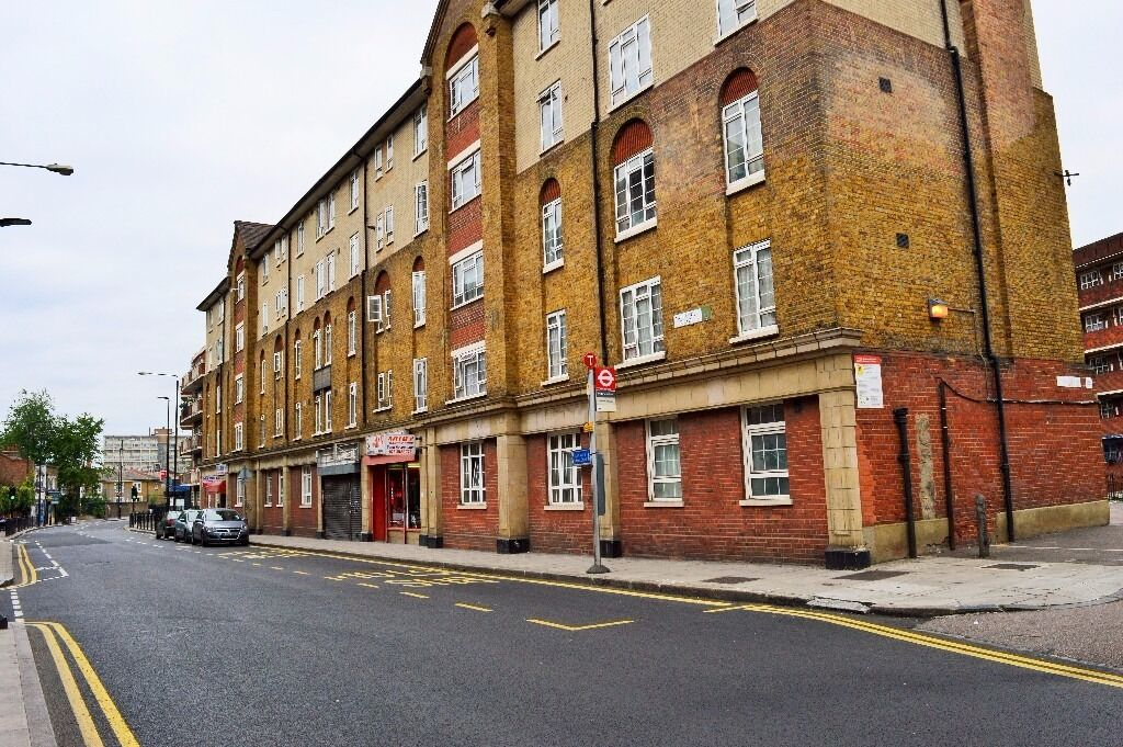 DON'T MISS OUT - SPACIOUS THREE BEDROOM FLAT IN THE HEART OF WHITECHAPEL E1, BRICK LANE