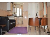 THREE MONTH LET FOR SUMMER INTERNS - BILLS INCLUDED - TWO BEDROOM FLAT ON MILE END ROAD E1