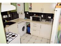 SPACIOUS THREE DOUBLE BEDROOM FLAT AVAILABLE IN MILE END MINUTES FROM QUEEN MARY