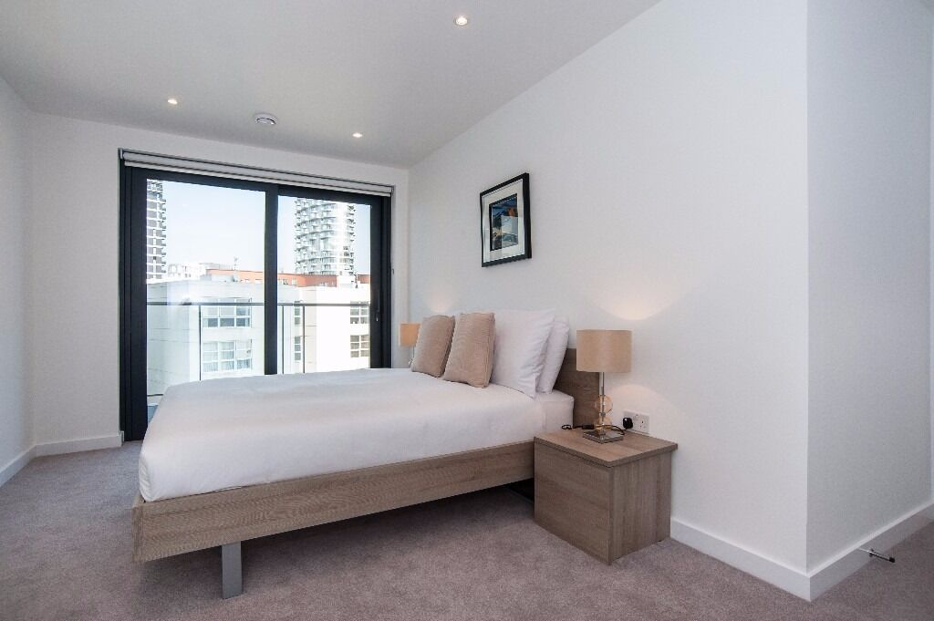 @ Stunning and brand new three bedroom apartment - heart of canary wharf - must see property!!