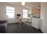 VERY VERY VERY CHEAP DECENT 1 BEDROOM FLAT IN THE EHART OF SYDENHAM! BE VERY FAST TO VIEW! VACANT!