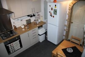 Next to Thames!!! Double room perfect for couples £ 180 Close to Canary Wharf