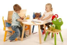 Pin toys round table and 2 chairs
