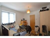 spacious two double bedroom flat located on Golders Green Road