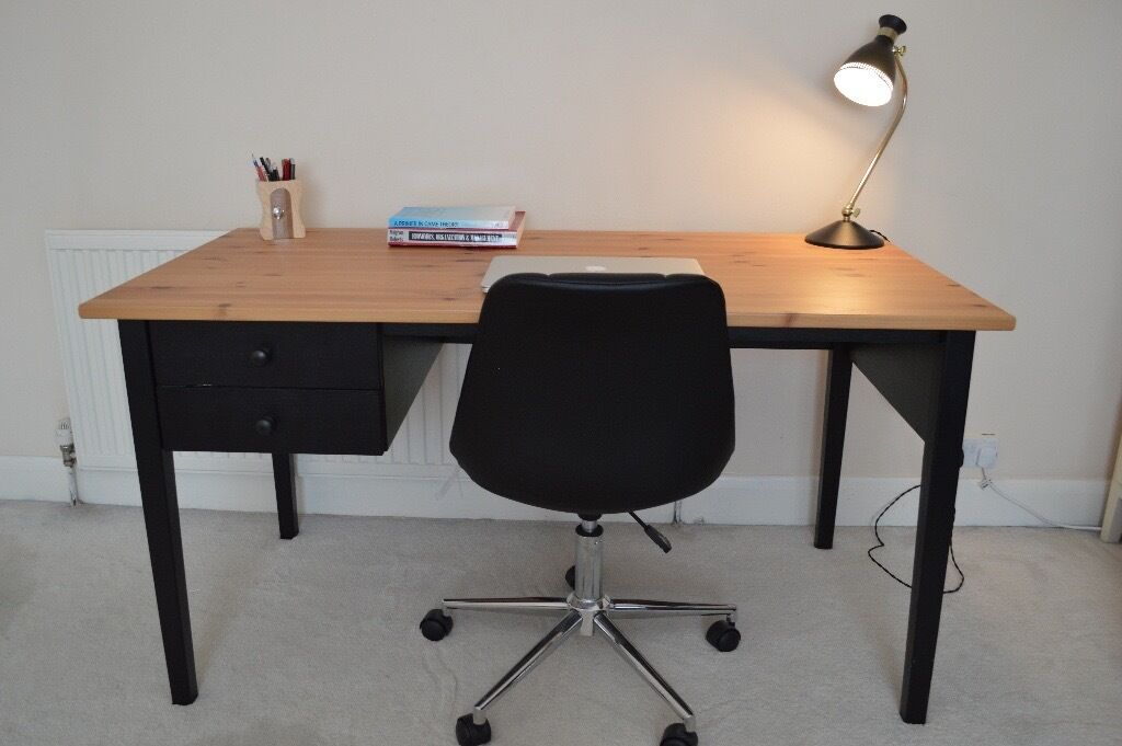 Good Desk ikea arkelstorp desk, rrp £149. very good condition. partly