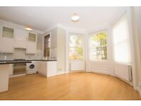 2 Bedroom Flat in Bushey - Character, High Ceilings, period features, Beautiful Flat