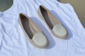 Ladies Footglove casual shoes light beige/light cream size 4