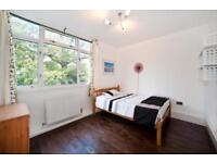 2 bedroom flat in Wainford Close, Wimbledon, SW1