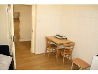 SPACIOUS BEDSIT CLOSE TO BAKER STREET AND UNIVERSITIES**GREAT PRICE**MUST SEE