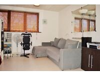 *AVLAIBLE NOW* STUNNING ONE BEDROOM APARTMENT IN A QUIET CUL-DE-SAC OFF MANCHESTER ROAD