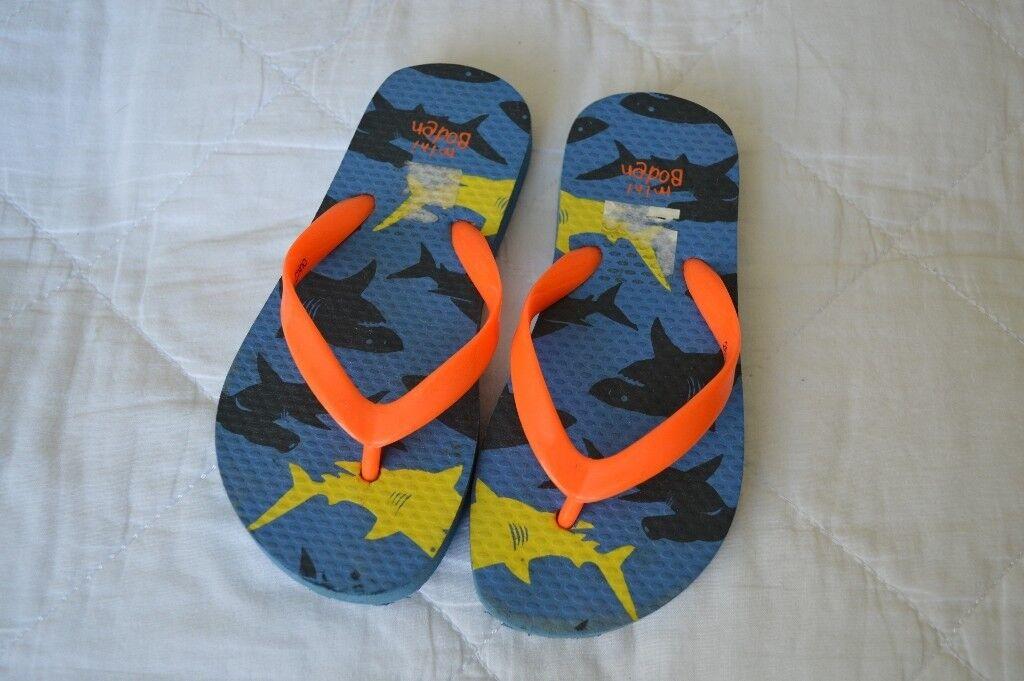 4db10eab530 Boys Mini Boden shark print flip flops size 27 28 great condition