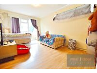 3 bedroom spacious apartment in Clapham North with large private garden