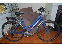 Ladies Hybrid / Trekking bike in superb condition