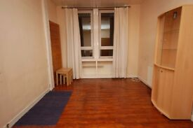 Spacious, 1 bedroom, 3rd floor property with separate lounge available December!