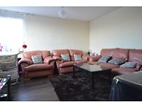 **3 BEDROOM FLAT FOR RENT IN FARRELL HSE. DSS AND FAMILIES WELCOME**