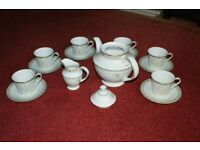 Royal Doulton White Nile dinner & tea service - excellent condition