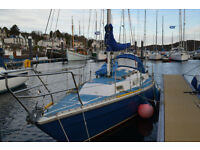 Varne 27 fin keel yacht with inboard diesel engine ready to sail