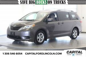 2016 Toyota Sienna LE **New Arrival**
