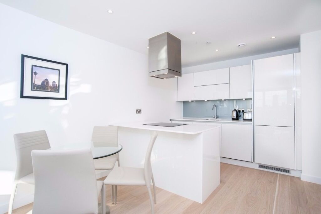 LUXURY 1BED, 1BATH, 17TH FLR, DESIGNER FURNISHINGS PRIVATE BALCONY, CONCIERGE Horizons Tower