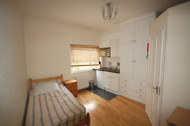 Recently refurbished, single studio flat on Chiswick High Rd, close to Chiswick business park