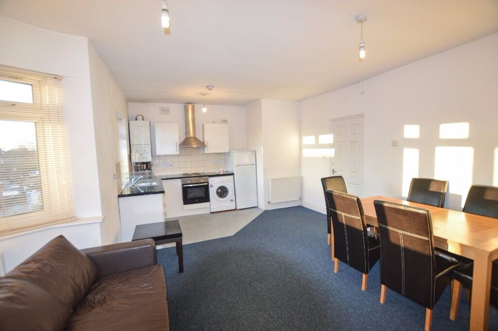 Spacious two double bedroom flat, located on the first floor of this converted house.