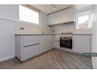 1 bedroom flat in Arlington Gardens, London, W4 (1 bed) (#1181404)