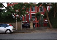 ***STUNNING & AMAZING *** ONE BEDROOM FLAT WITH A SEPARATE KITCHEN !! ***CRYSTAL PALACE ! ***