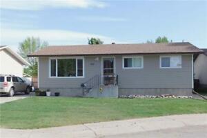 645 52 AV W Claresholm, Alberta