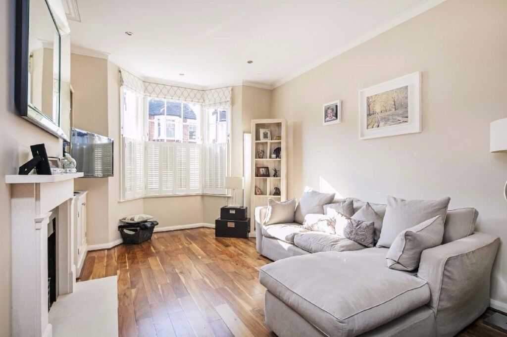 Hydethrope Road, SW12- Beautiful bay fronted four bedroom period family home in an enviable location