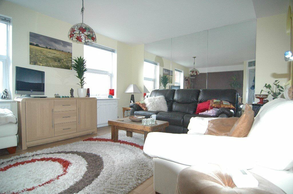 TWO BEDROOM PROPERTY IN CAMDEN BY THE CANAL
