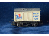 Hornby 00 gauge goods train set with track, engine and trucks