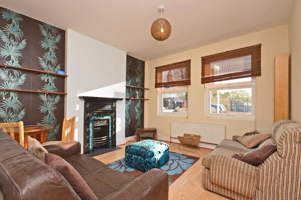 Fantastic 2 double bedroom ground floor period garden flat located in the heart of Tooting!!