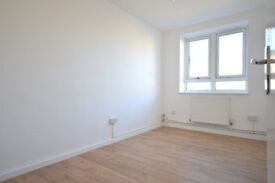 *Fantasic 2 Bedroom Flat* *Recently Refurbished* *CALL NOW TO AVOID DISAPPOITMENT*