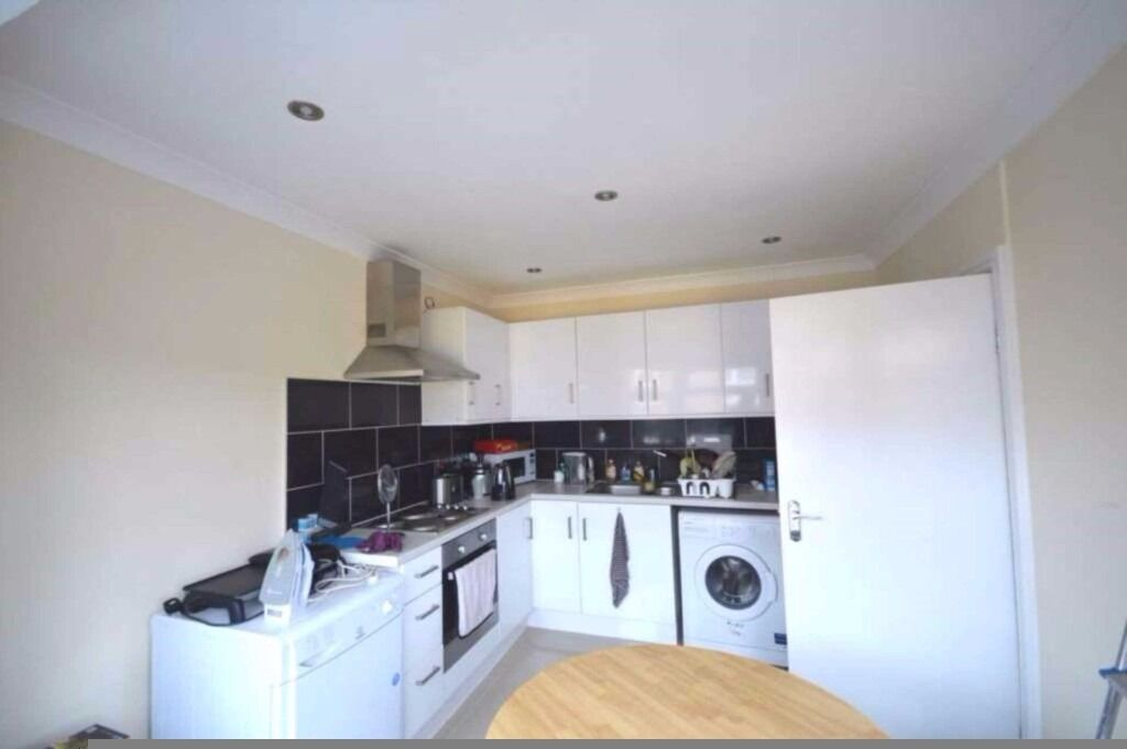 3 double bedroom first floor apartment in Plaistow, INCLUDING COUNCIL TAX WATER RATES