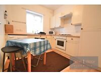 SPACIOUS 3 DOUBLE BEDROOM APARTMENT TO RENT IN CAMBERWELL SE5 - SHORT WALK TO OVAL TUBE STATION