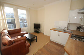 BRIGHT SECOND FLOOR FLAT/1 DOUBLE BEDROOM/OPEN PLAN KITCHEN/RECEPTION/BATHROOM