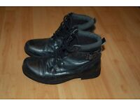 Woman's Lace-Up Boots (size uk 3)